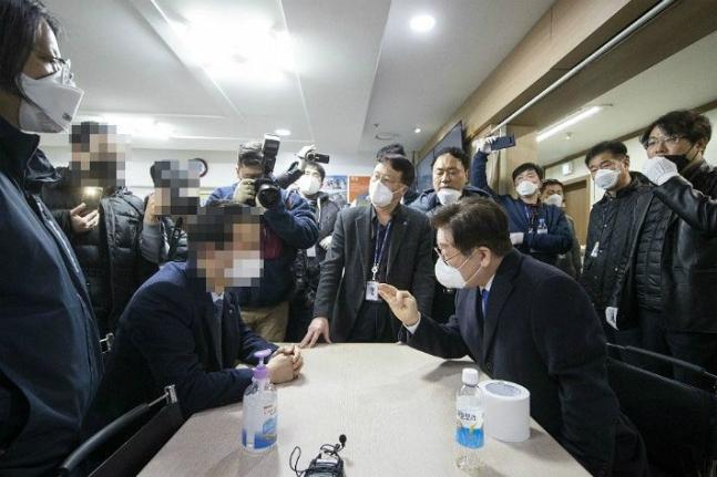 韩国1299名新天地教徒有症状待查 新冠肺炎感染增至1766人