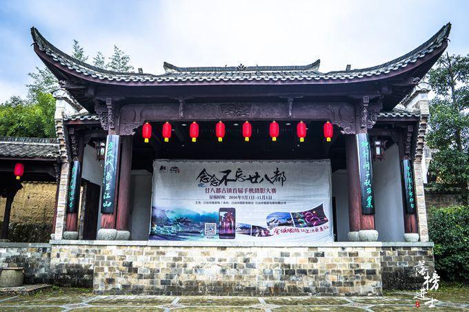 原创             江南这座避世古镇,有141个姓氏9种方言,人少景美,让人流连忘返