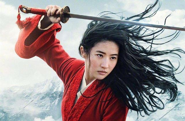 刘亦菲与《花木兰》导演上演时尚大片,感情深厚,画面极度和谐