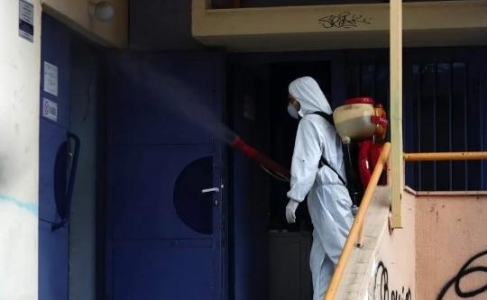 98名希腊学生由英国乘包机返回雅典5人出现高烧症状_英国新闻_首页 - 英国中文网