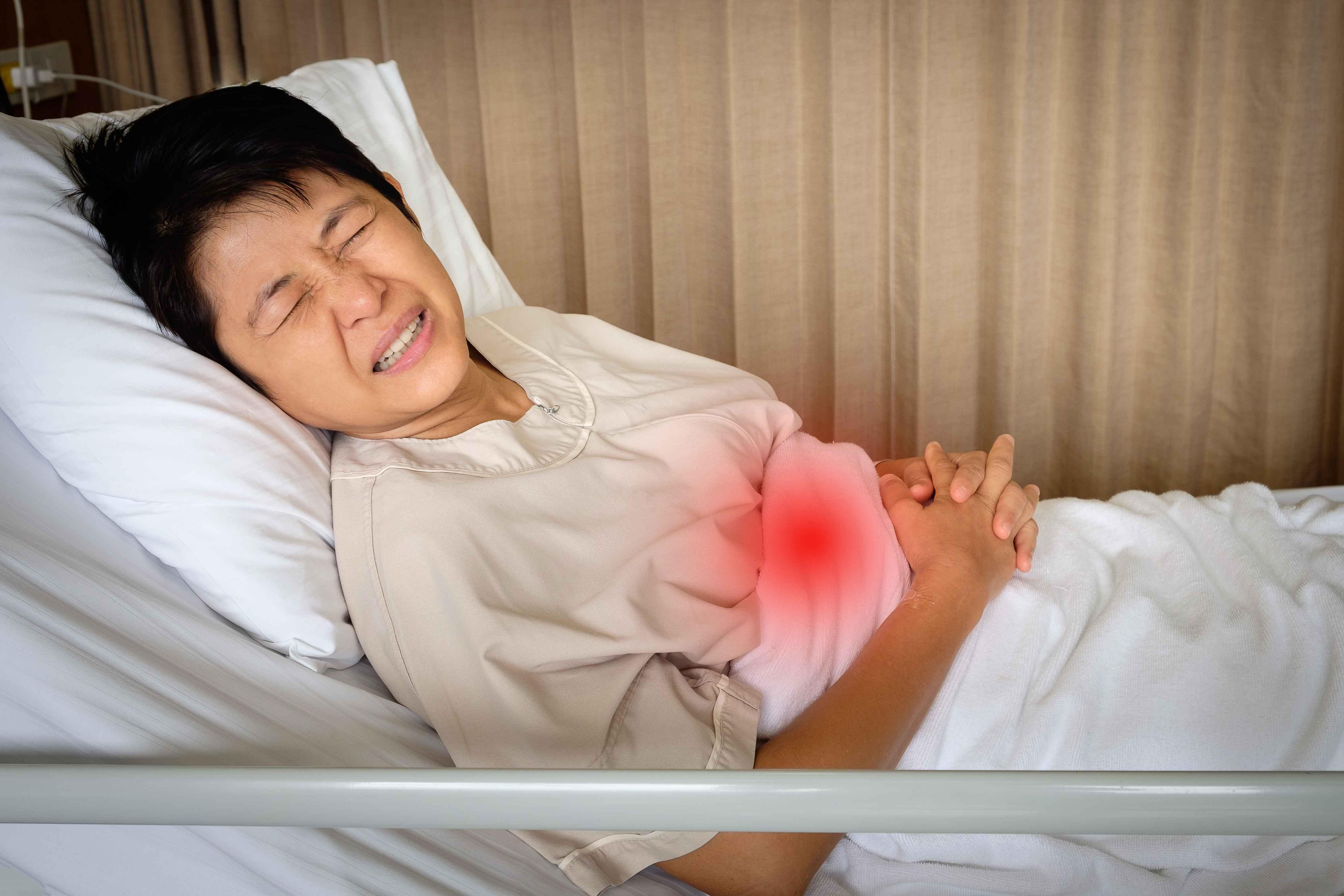 原创胃内有癌,腹部先知?提醒:腹部若有这2个迹象,暗示胃癌已到访