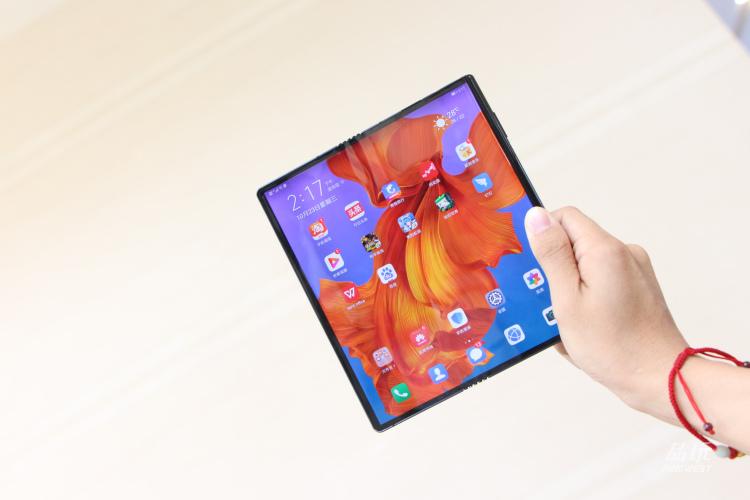 你需要折叠手机还是折叠平板?