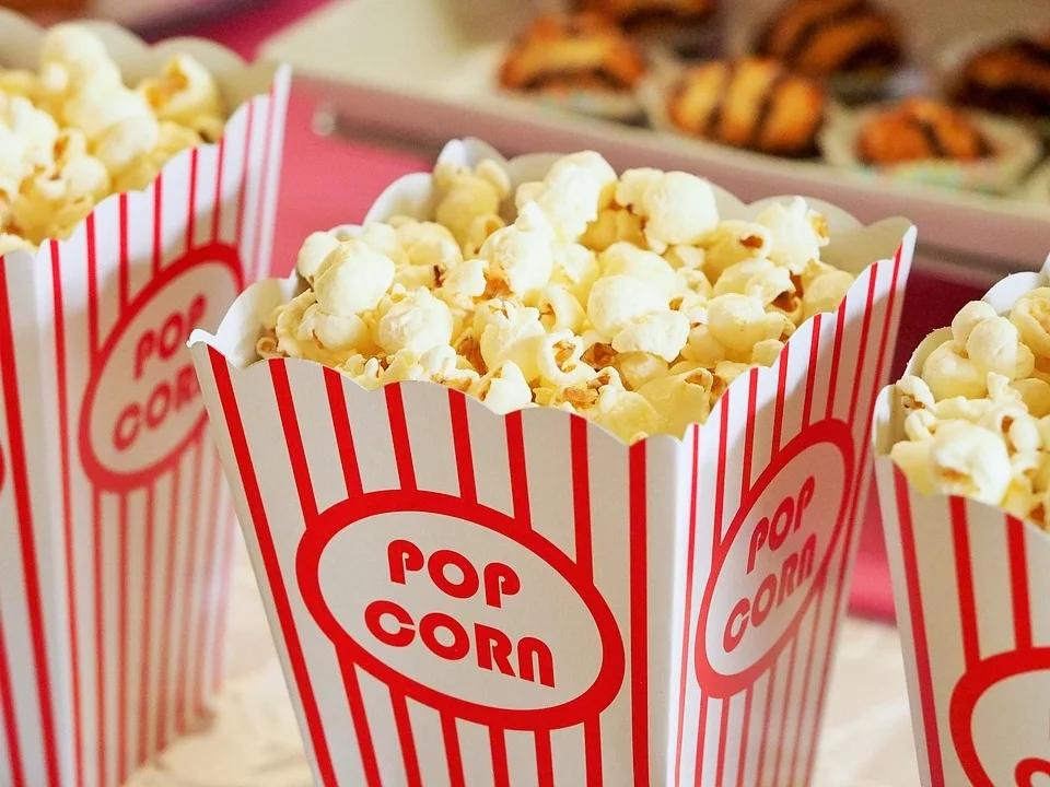 阿里影业联合饿了么帮卖爆米花,停摆的电影院真的能靠外卖自救吗?