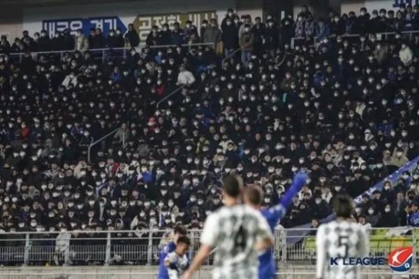 韩国一球迷确诊,球赛现场1.7万人观战_进行