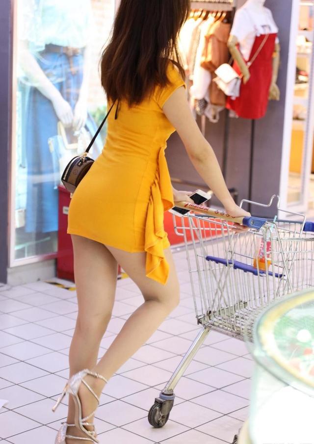 妹子逛超市,哪个鞋子更好看?_双新