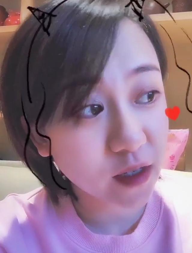 32岁丫蛋晒视频,吐槽网课锻炼家长,离婚后独自养孩子素颜疲惫