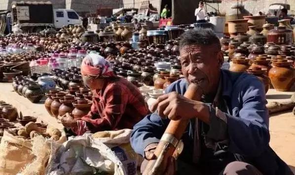 红河的菜市场不仅仅卖菜,但很有温度