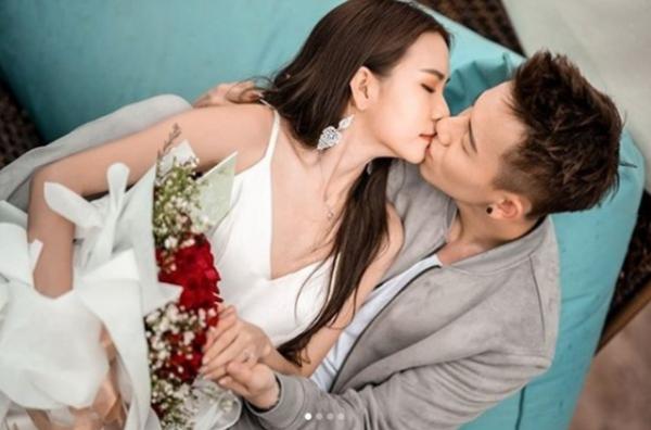 男星创娱乐圈最浪漫求婚,花四个月时间准备,用手机灯海制造惊喜