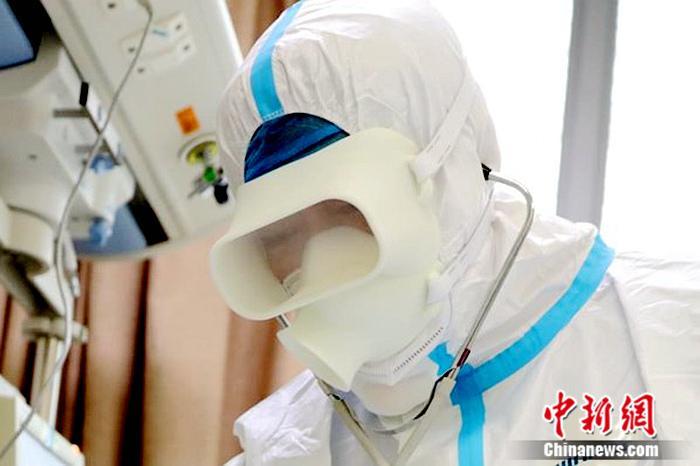 """科技抗""""疫"""" 3D打印防护面罩投入抗疫一线使用"""