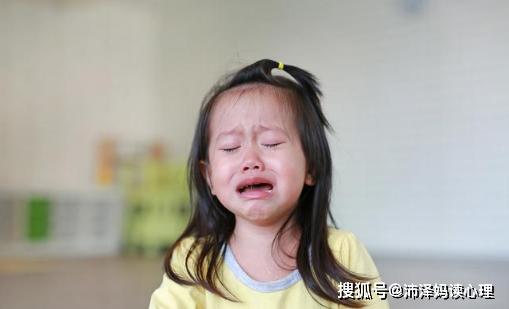 因一块蛋糕,9岁女孩与妈妈分别7年,遭家暴后报警终解脱