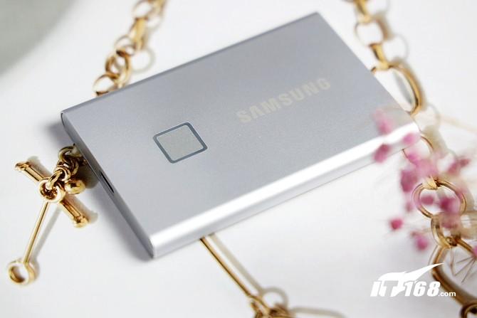 既有颜值又能打!三星移动固态硬盘T7 Touch评测