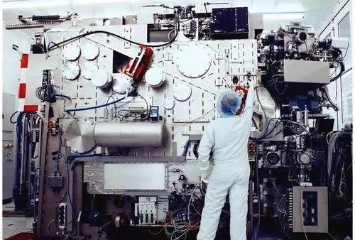 中芯国际购买荷兰ASML光刻机顺利入厂,买个设备为何这么难?