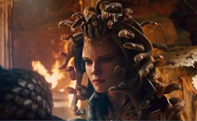 美杜莎 古希腊神话中蛇发女妖,任何人不能看她那双美丽的眼睛图片