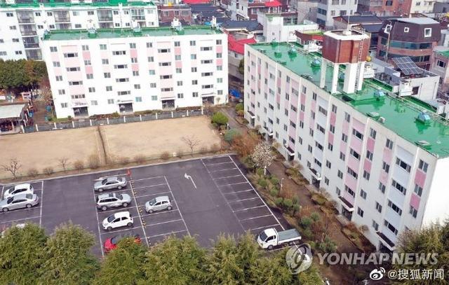 韩国大邱公寓被封锁细节:141名居民中46人感染,多数住户为新天地信徒