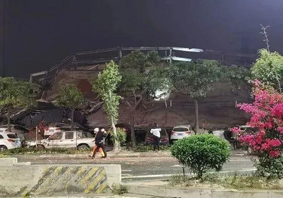 福建泉州一家宾馆倒塌:现场有人员被埋,救援人员已前往搜救