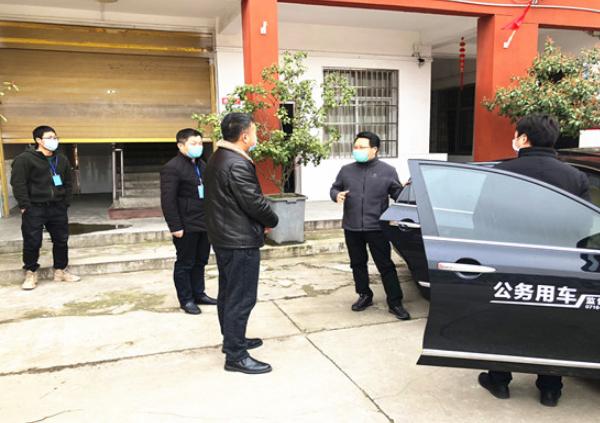 湖北荆州市市委常委、常务副市长蒋鸿调研农村学校疫情防控宣传工作