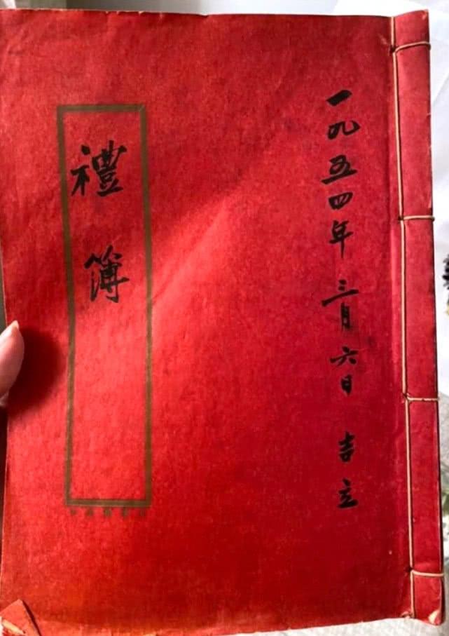 傅明宪陪父母庆祝结婚66周年,86岁妈妈曾是红星,不见老态有气质