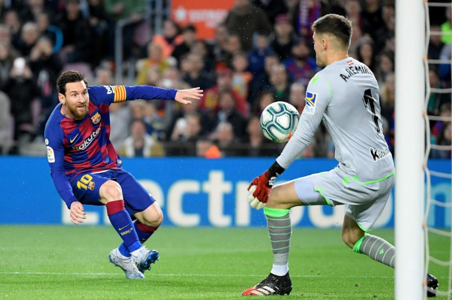 热议巴萨1-0皇家社会:梅西快被用废了,第95分钟还带球狂飙