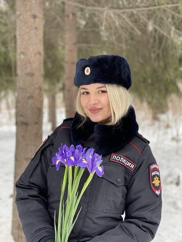 原创 庆祝三八,俄罗斯军警举行多场选美,除了漂亮还要会针线活与烹饪