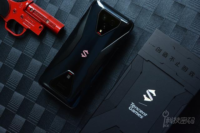 頂級震撼體驗玩游戲一部騰訊黑鯊游戲手機3就夠了_設計
