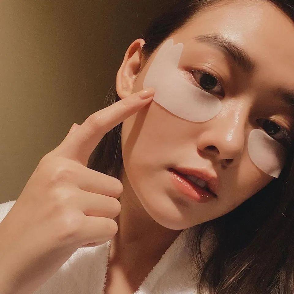 """日本超人气""""蛇毒""""眼膜+面膜,敷完黑眼圈淡了、皮肤超紧致"""