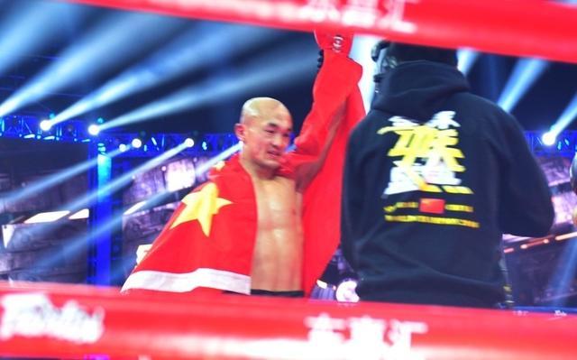 一龙回忆与UFC巨星黑龙对练:我给了他一个低扫,他问我怎么踢的_阿迪萨亚
