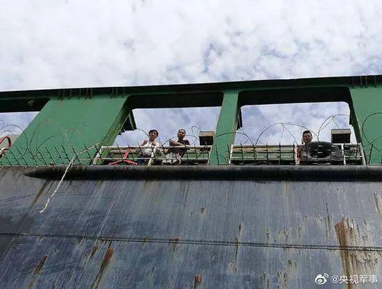 中国货轮遇海盗,尼日利亚海军驰援,船员全部无恙