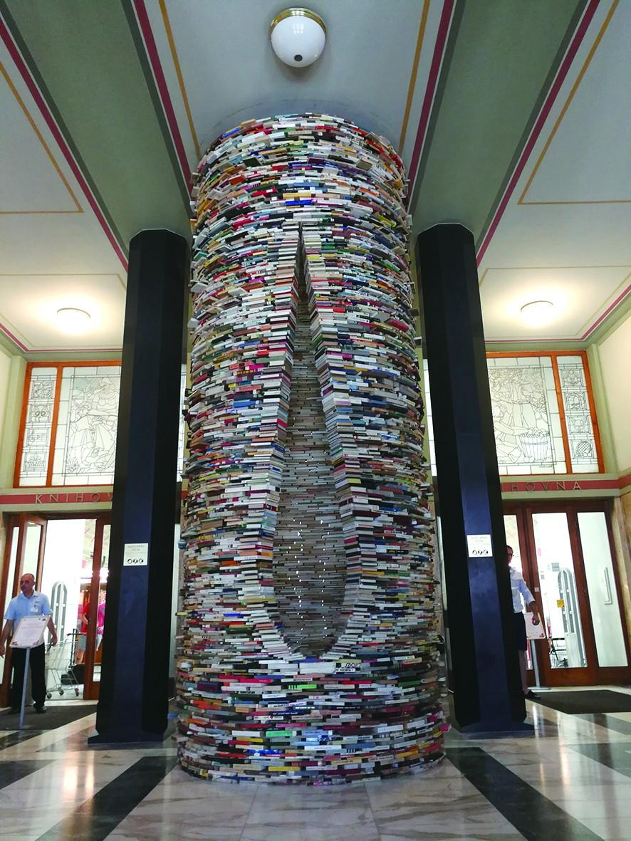 布拉格图书馆的书柱_门厅