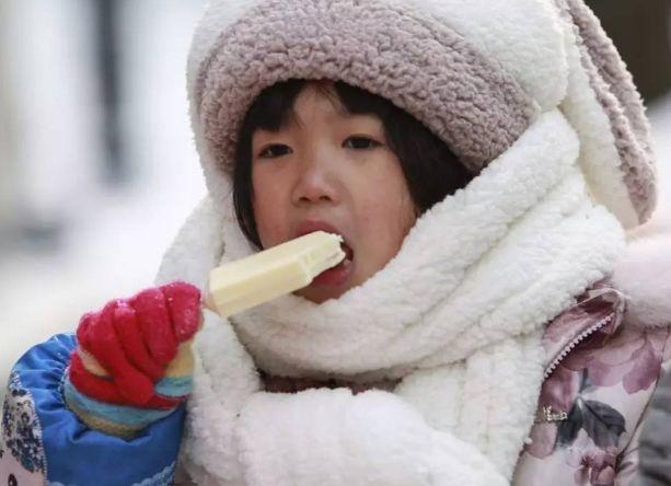 医生劝告:孩子再馋,这3种零食也不能给娃吃了,让娃积食不长个