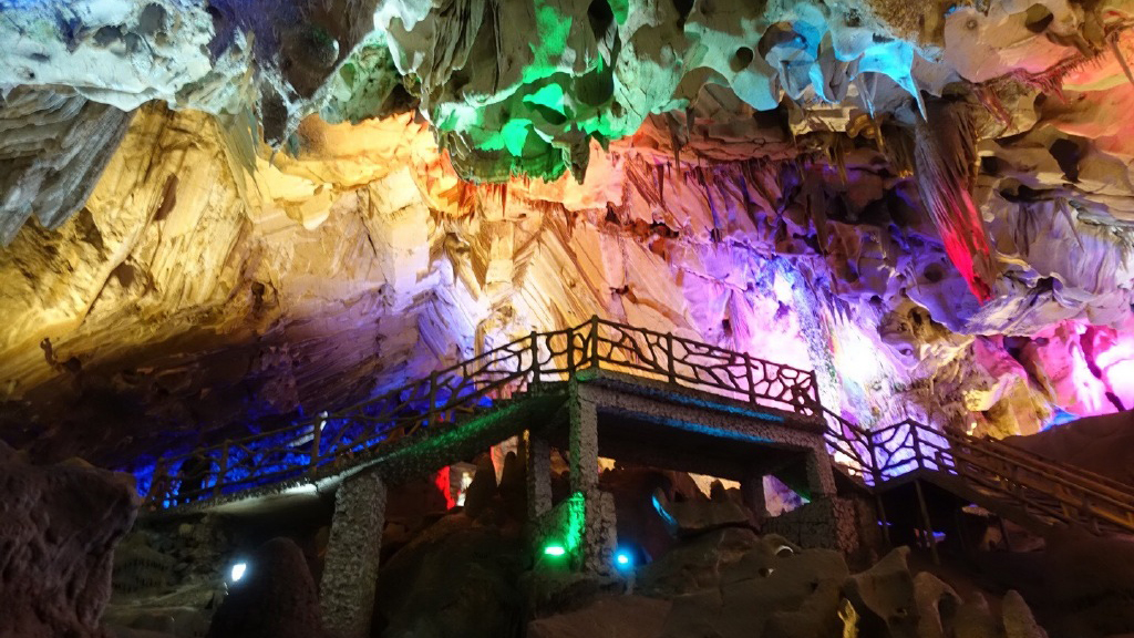 漂亮!中国最迷人的4座溶洞,大自然的鬼斧神工,都去过厉害了