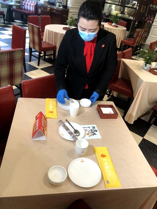 守住舌尖上的健康?石景山八角街道80余家餐馆推广用公筷