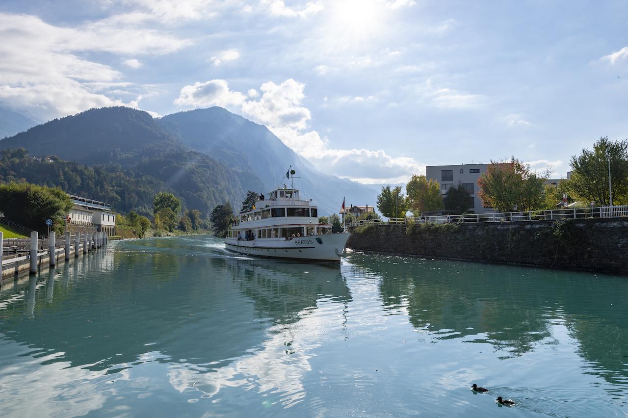 《爱的迫降》带火瑞士,这处雪山的湖泊,宛若世外桃源