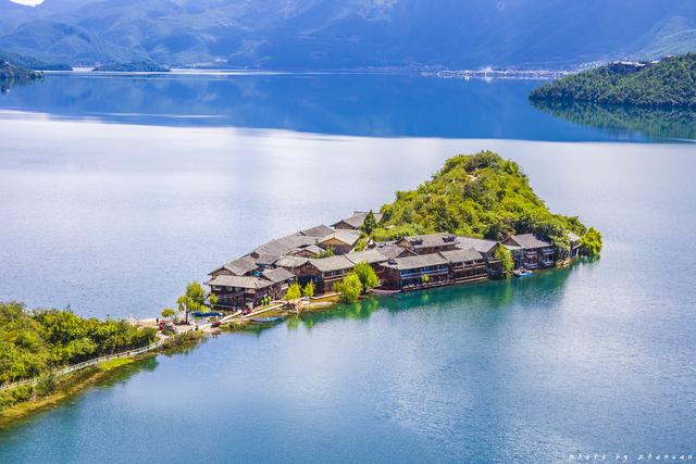泸沽湖,国内最适合发呆的地方,一定要去坐一次猪槽船