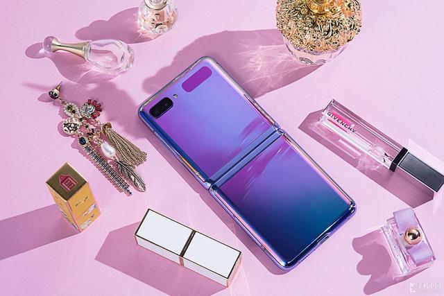 掌控时尚个性三星GalaxyZFlip开启手机界新潮流