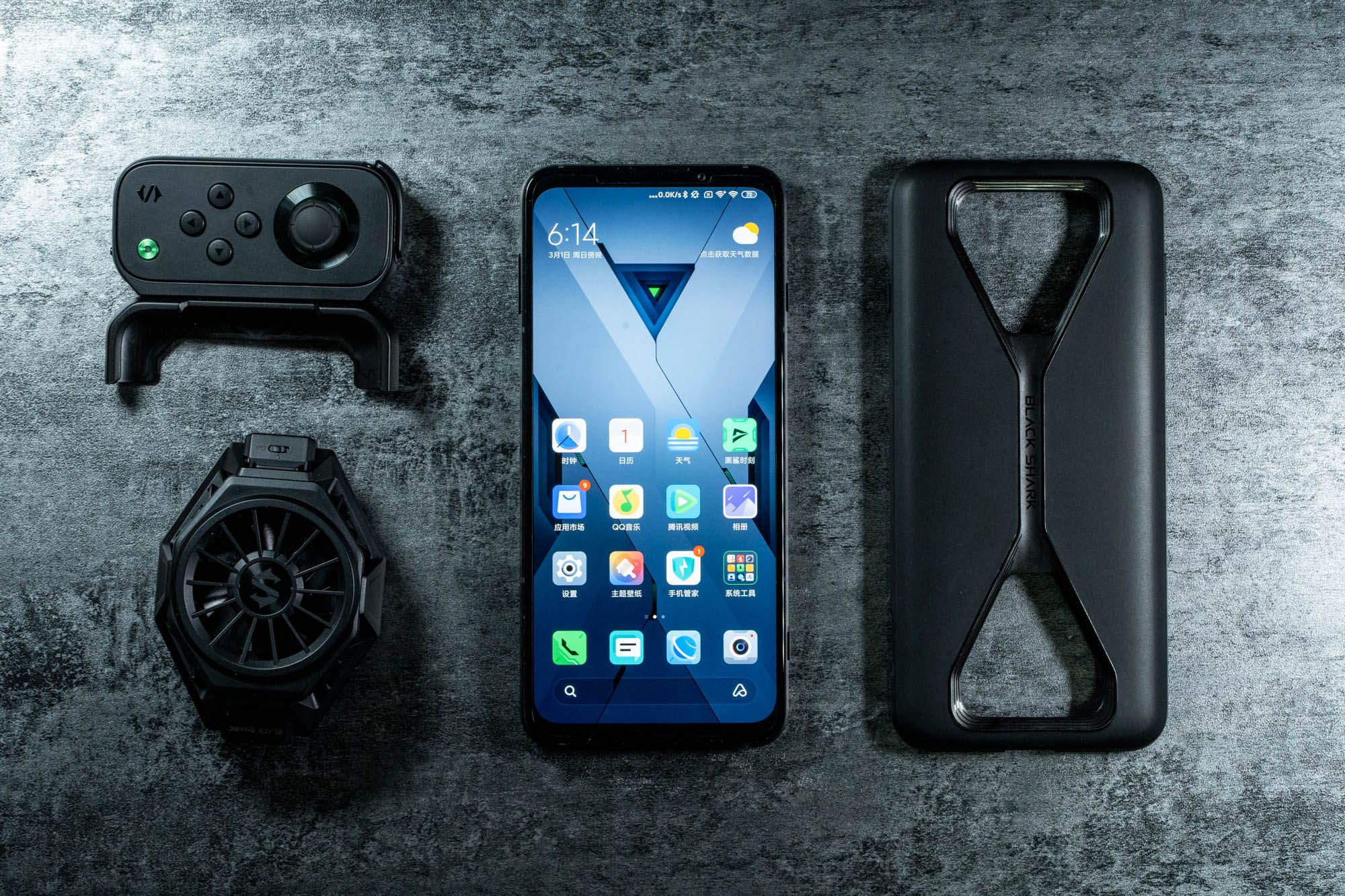 黑鲨首款5G游戏手机体验:支持语音操控,内置可升降按键