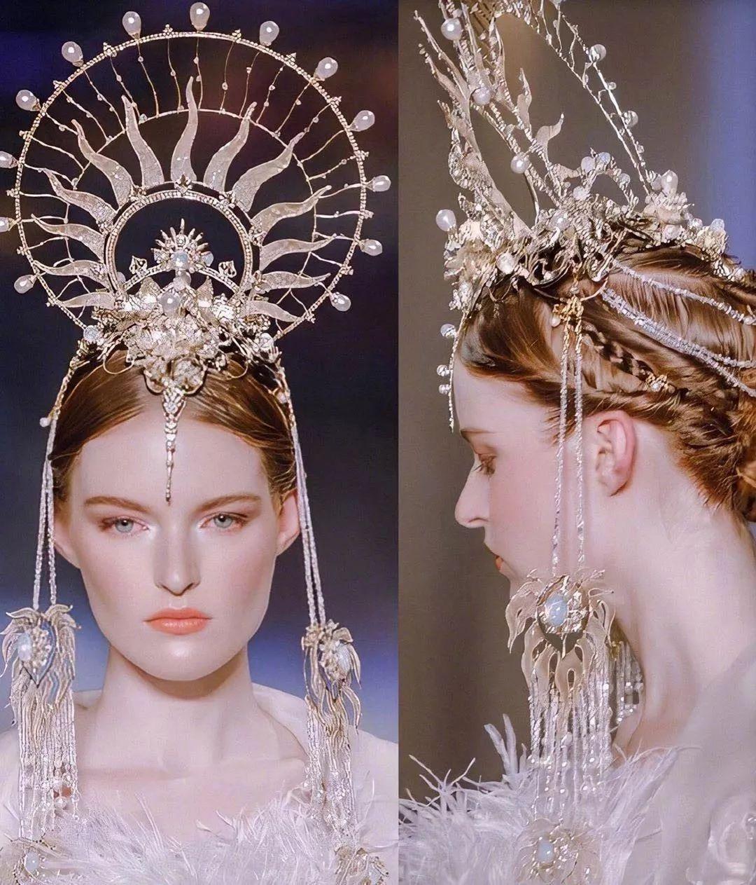 穿在身上的燦爛文化瑰寶:模特穿著敦煌壁畫元素的高定時裝