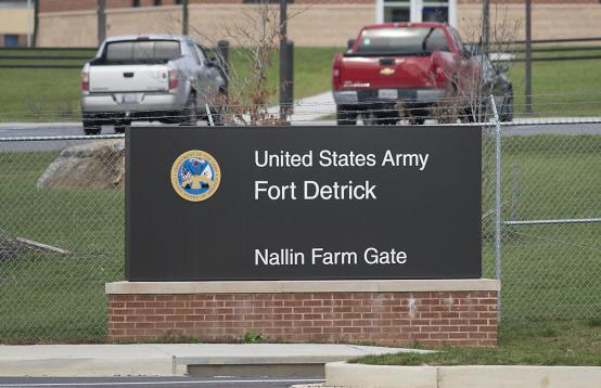 怀疑病毒与美军2019年7月关闭的化武军事基地有关,美国民众要求澄清是否存在泄漏问题