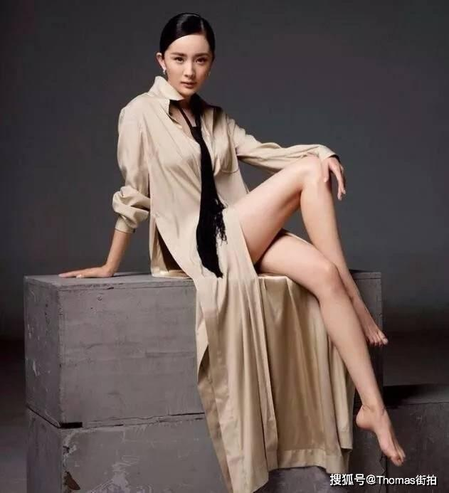 杨幂常秀腿图片 美腿自然流露个性搭配技巧