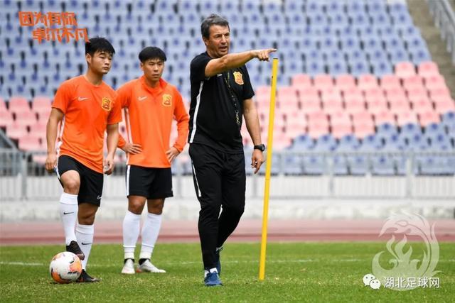 """""""非常时期""""的武汉足球:他们仍然在奋斗……"""