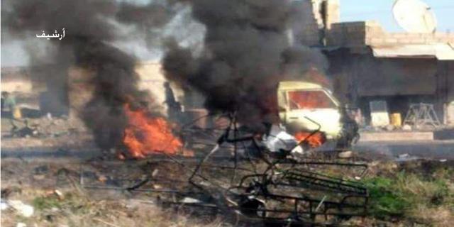 一辆汽车突然冲向土耳其检查站随后炸弹被引爆14人当场倒下