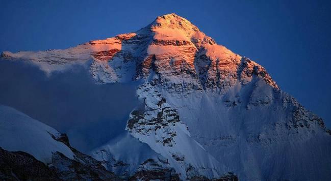 中国关闭珠穆朗玛峰通道 开春后的一系列登山活动被取消!