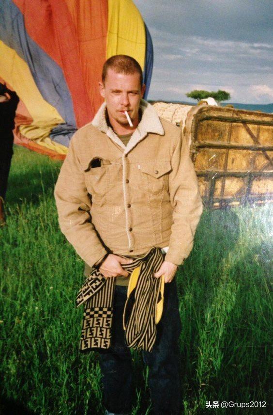 Alexander McQueen英年早逝的时装巨匠 缅怀鬼才设计师逝世十周年