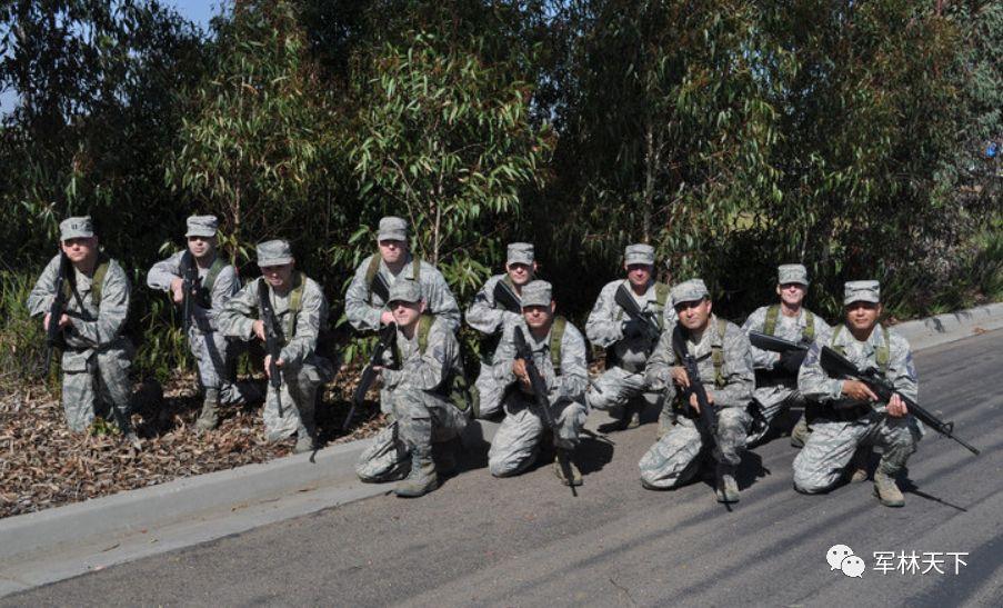 美军国民警卫队战斗力强悍,身影遍布国内海外,肺炎救灾不戴口罩