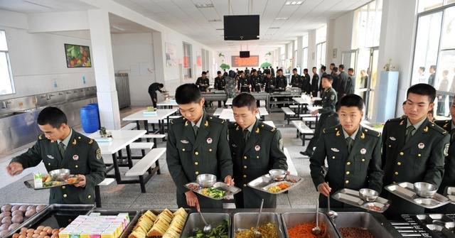 原创            为啥当兵两年气质不一样了?看看中国士兵的这些伙食,令人羡慕了