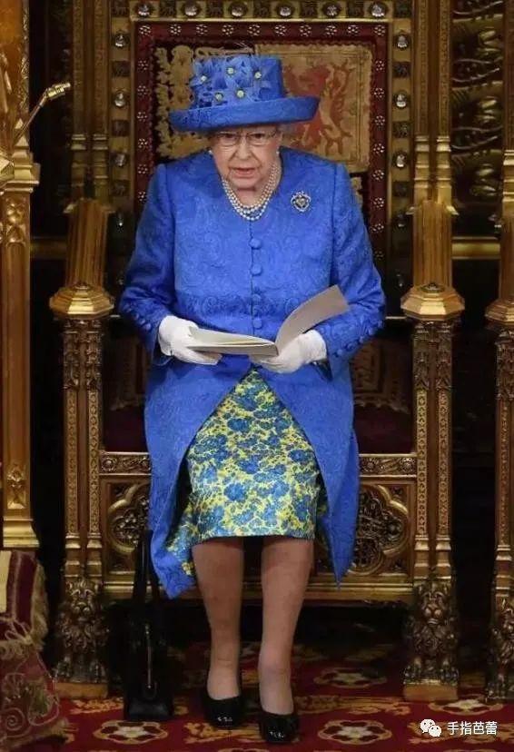 真正的时尚达人94岁的女王终于换新衣啦