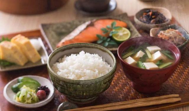 <b>为什么日本人普遍更长寿?除了吃鱼肉多,他们的早餐选择也很特殊</b>