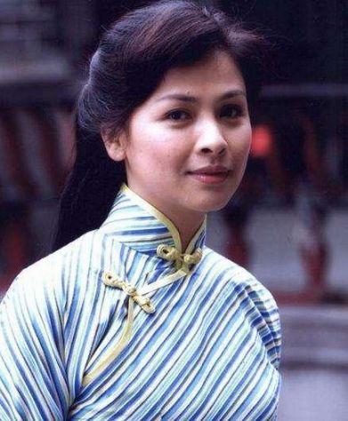她24岁走红娱乐圈,27岁不顾父母反对嫁去国外,今46岁无人识!