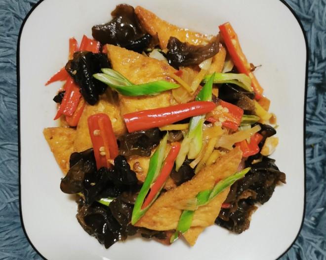 家常健康菜谱,木耳炒豆腐,简单美味营养,比肉美味下饭,试试吧