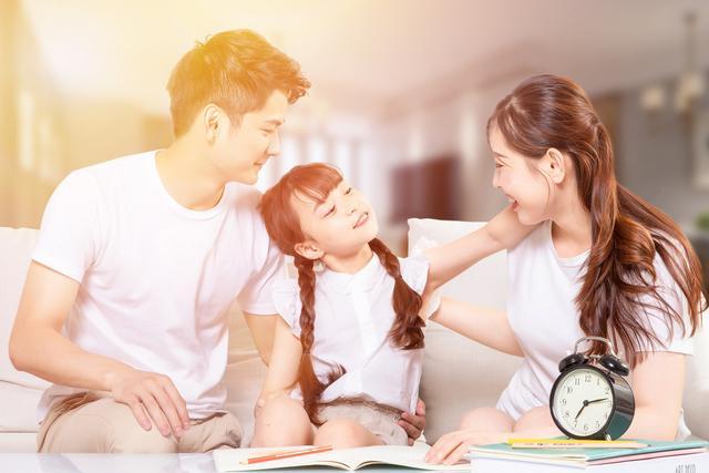 为什么爸爸不用工作赚钱?戚薇教科书式回答,让女儿在爱中成长