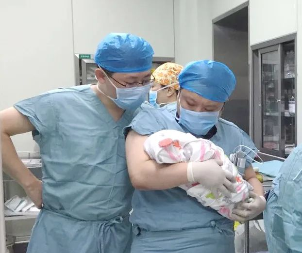 泪目!南阳一妈妈感染新冠肺炎去世,医护人员当起临时妈妈......